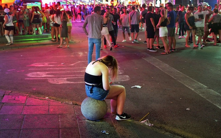 Majorca and Ibiza announce a new crackdown on drunk tourists with the ban on happy hour