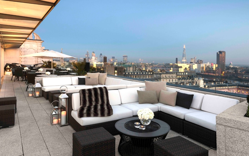 Radio Rooftop Bar At Me London The Most Romantic Hotel