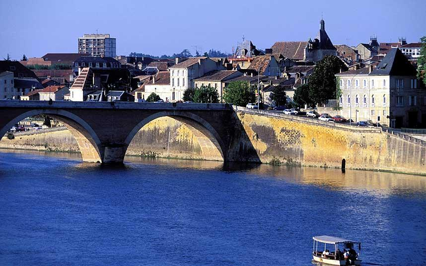 How to travel to Bergerac France from northern England