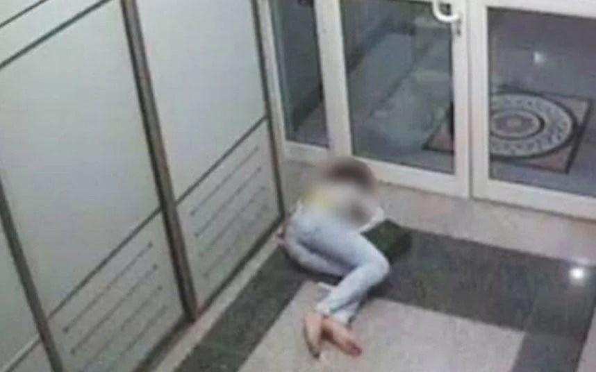 Qatar Airways chief shames drunk flight attendant in