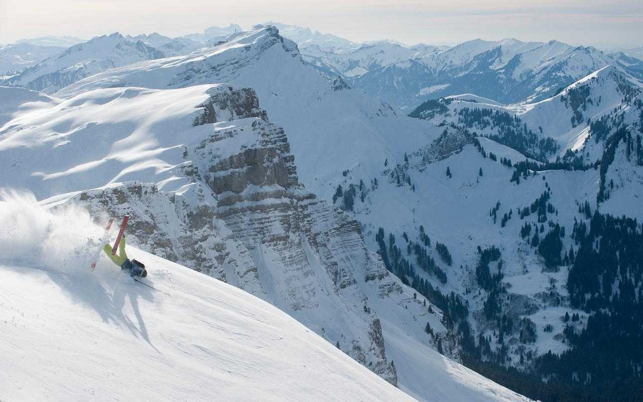 How to stay safe on the ski slopes and what to do in case