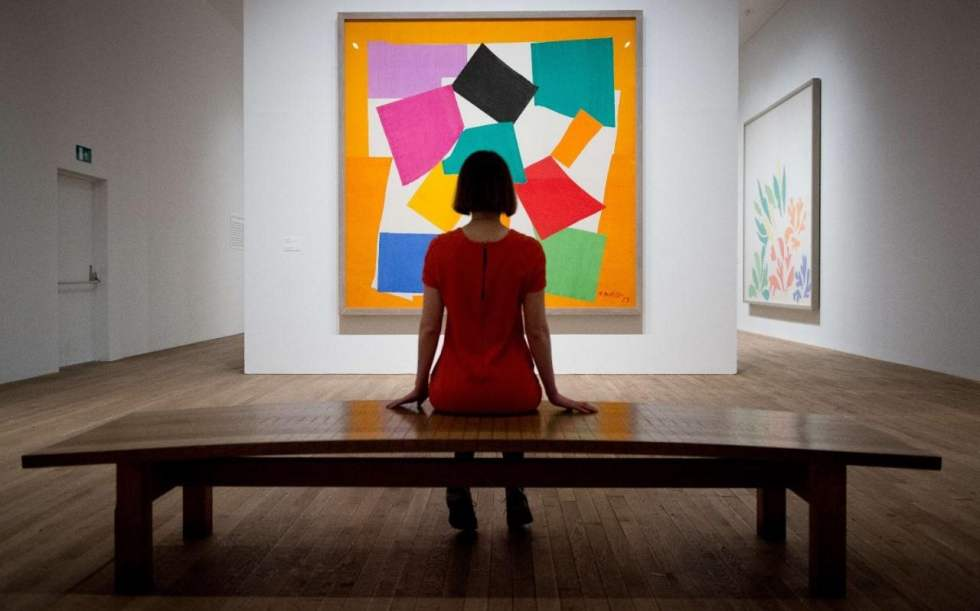 """Tate Modern publishes guide to """"slow looking"""" as gallery visitors now spend just eight seconds looking at works"""