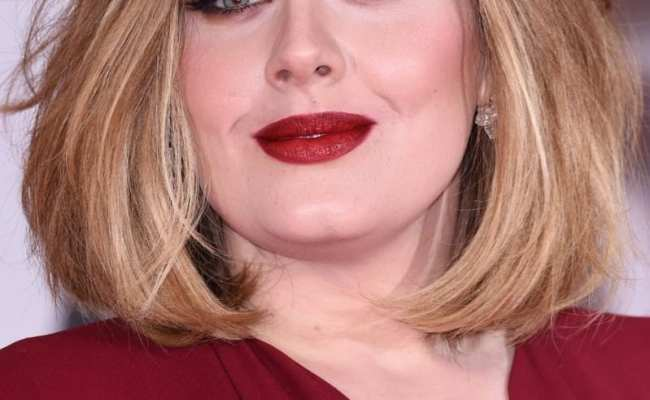 Adele Collects Four Brit Awards Wearing A 12 50 Foundation