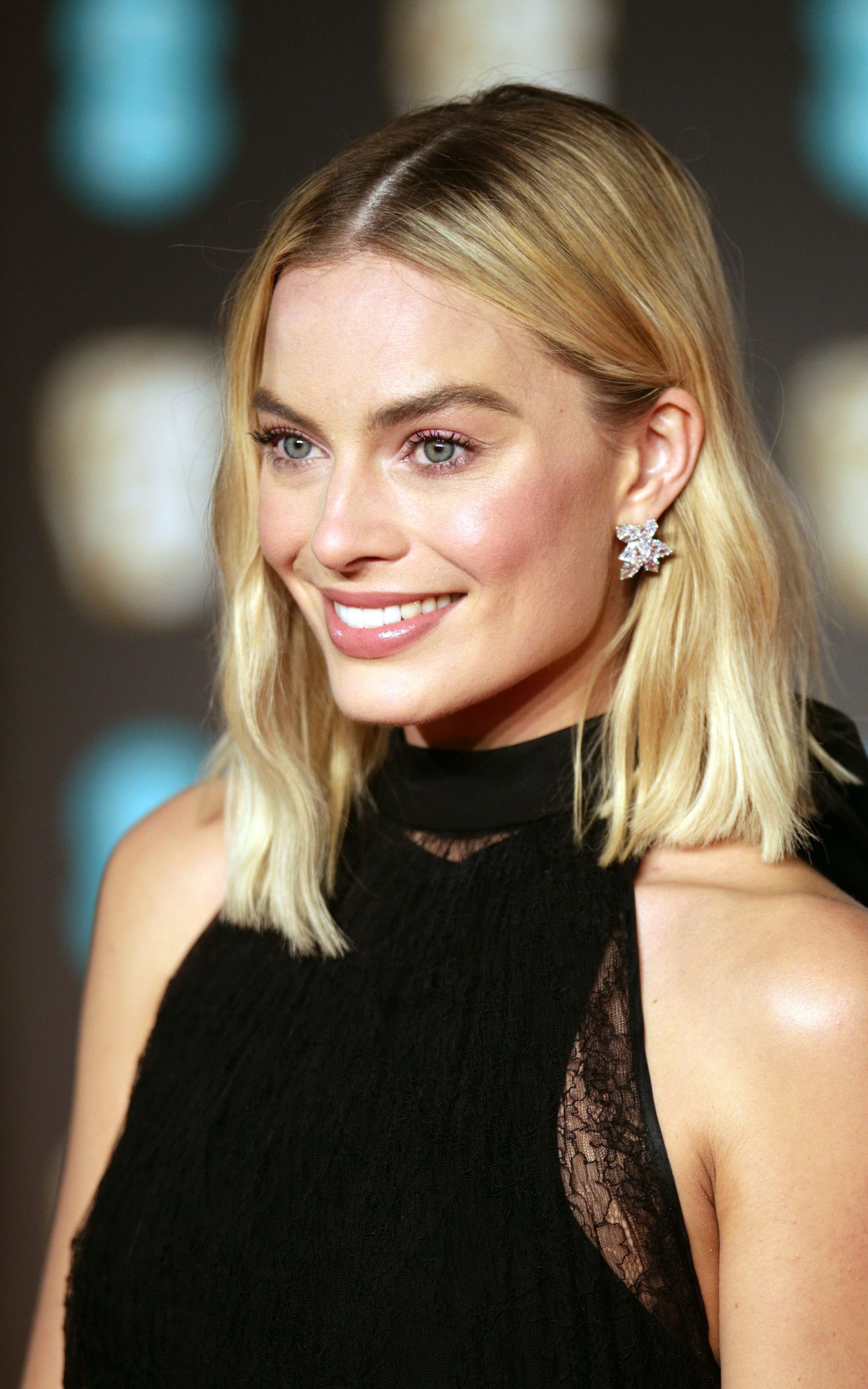 Why Margot Robbie S Bafta Beauty Look Is Grown Up Glamour