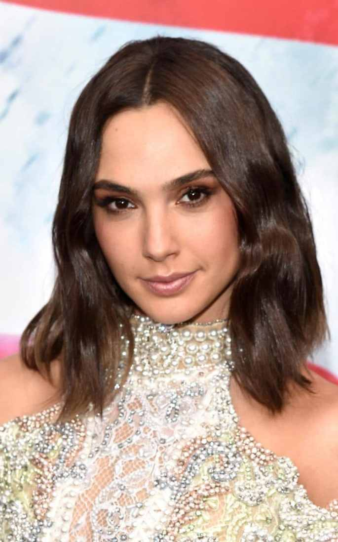 Gadot reminded us of Kim Kardashian with her brunette bob and heavily made-up eyes