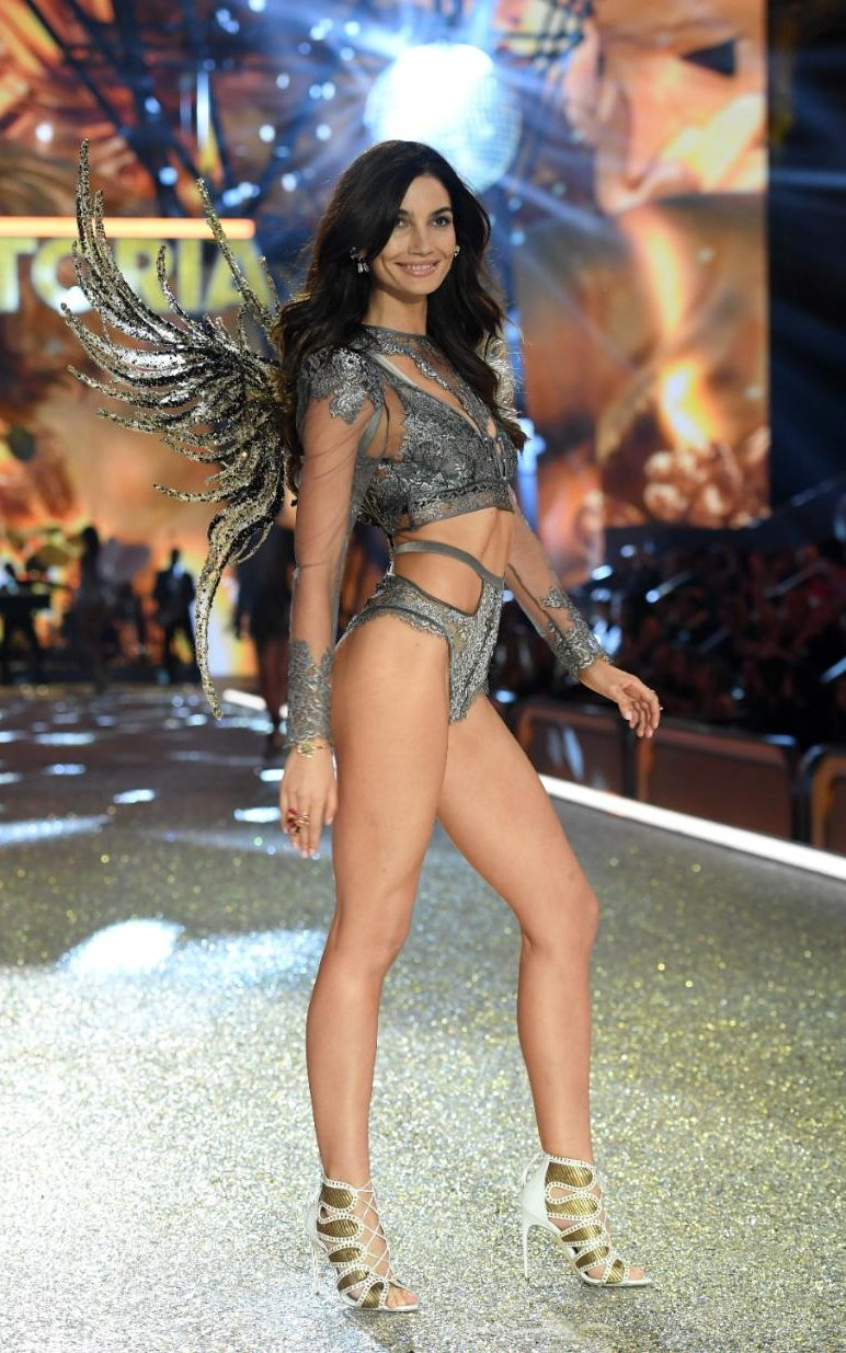 2016 Victoria's Secret catwalk