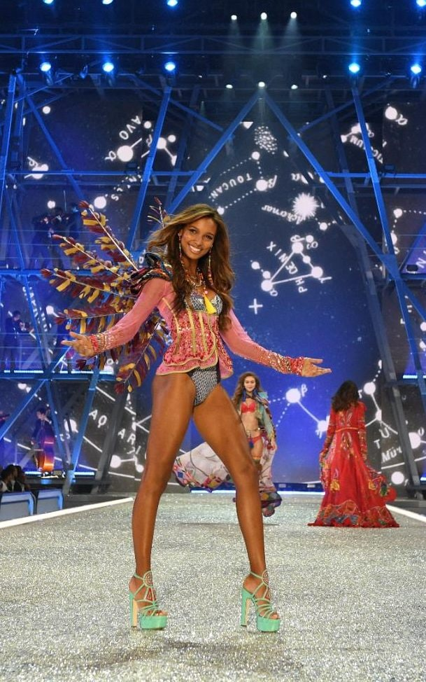 2016 Victoria's Secret catwalk