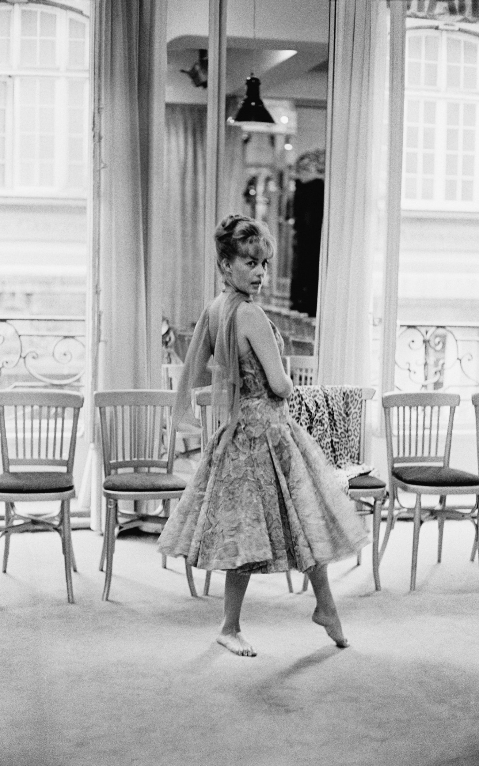 Five ways that Jeanne Moreau mastered her own take on French chic