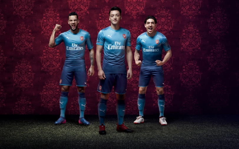 Mesut Ozil Wallpapers Hd Arsenal Arsenal Unveil New Two Tone Away Kit For 2017 18 Premier