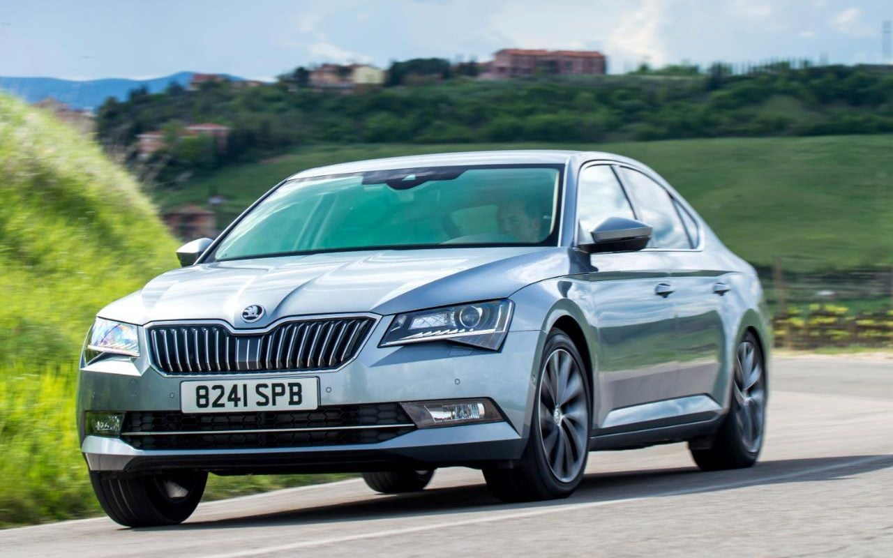 hight resolution of skoda superb