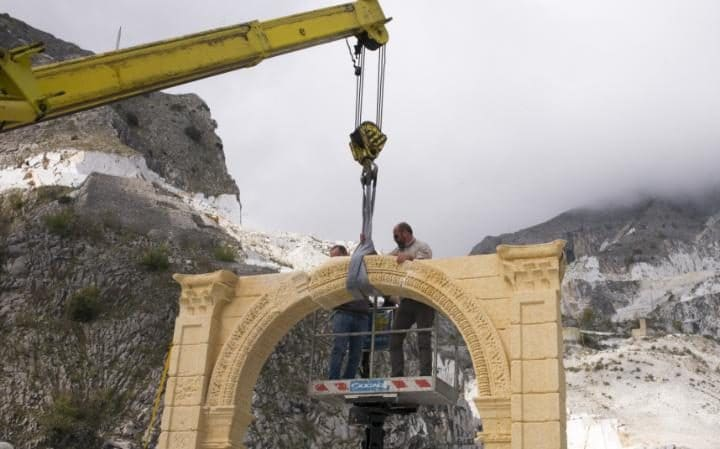 The final piece of the replica of Palmyra's Arch of Triumph is slotted into place