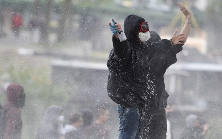 Protestors clash with police forces in Nantes