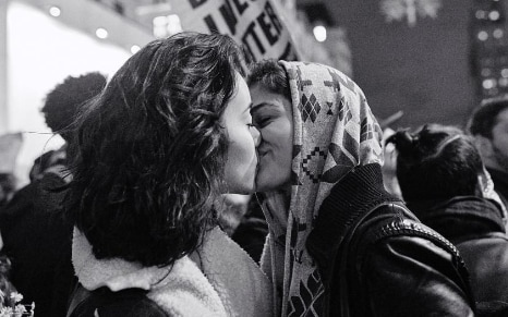 Free Wallpapers Cars And Beautiful Ladies Moving Photograph Of Two Women Kissing At Trump Protest