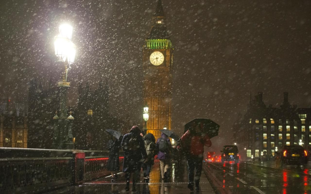 Money Falling Wallpaper Snow Arrives In London As Heathrow Flights Grounded And