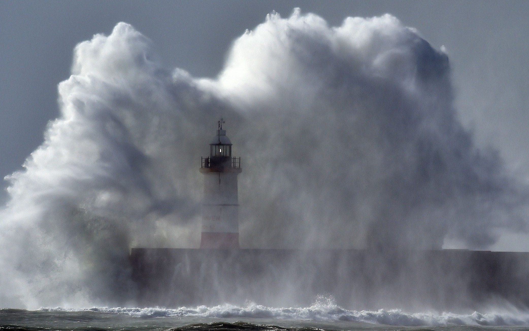 met office issues amber weather warning storm caroline 1