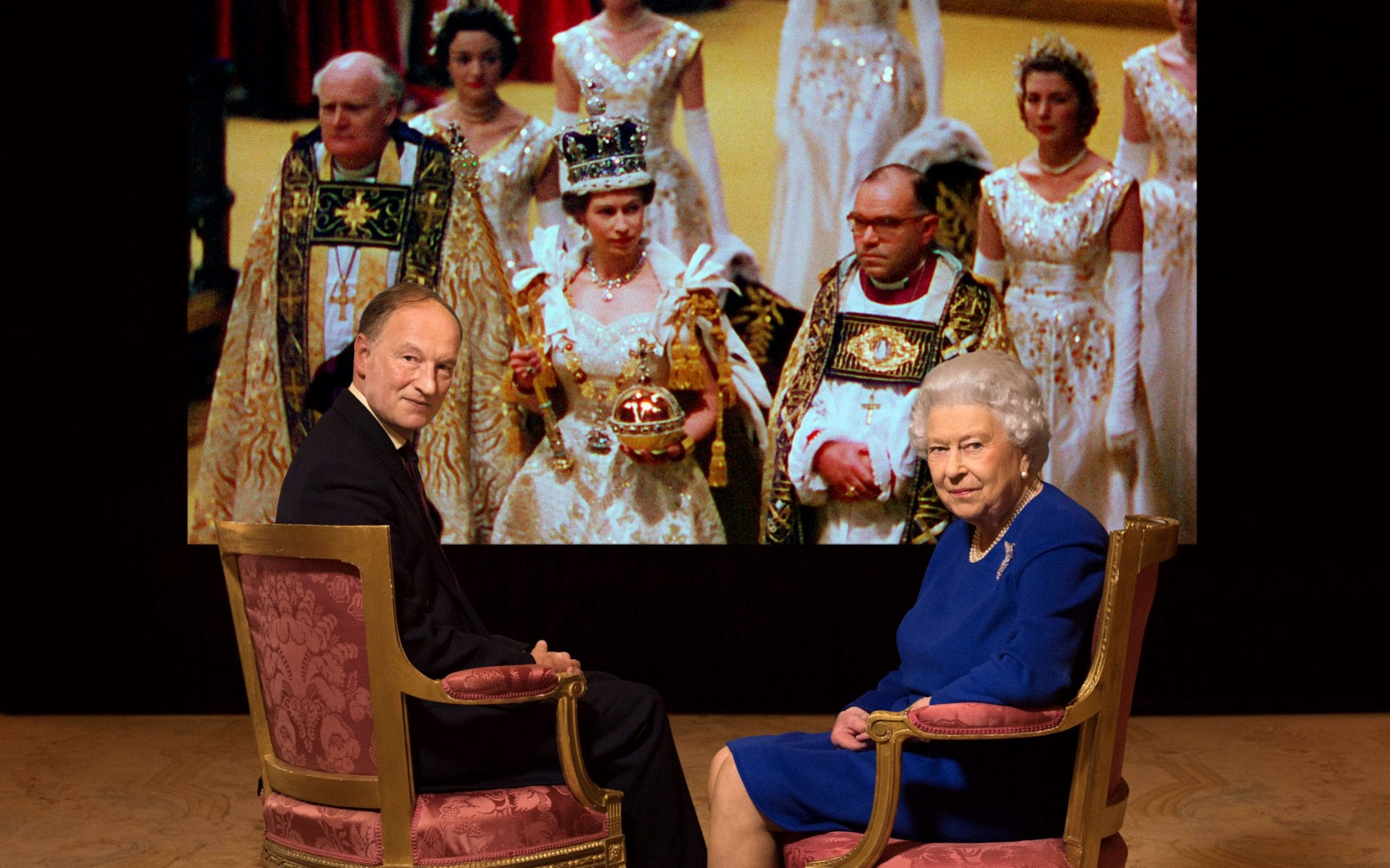 The Queen with Coronation expert Alastair Bruce