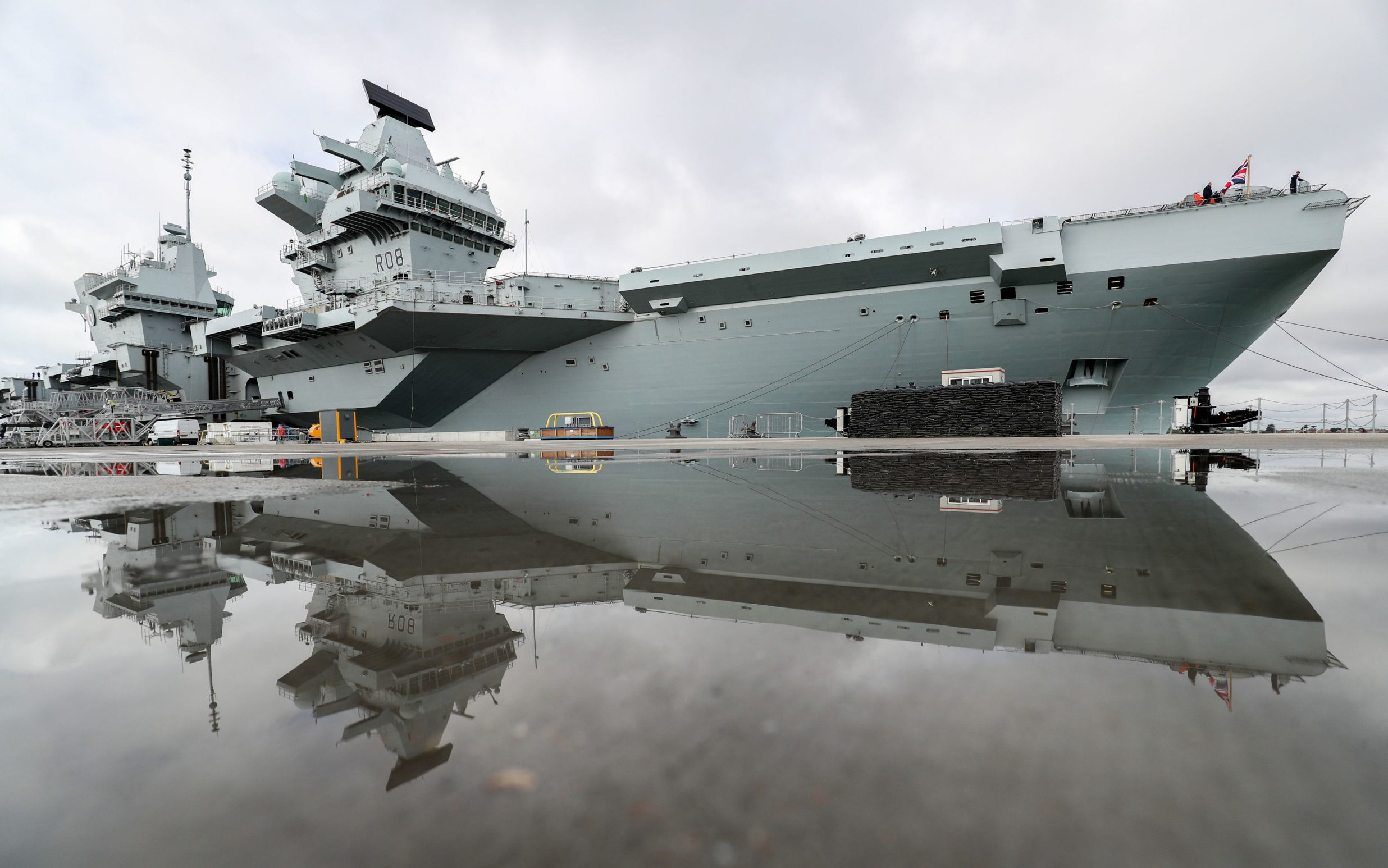 Final preparations are made for HMS Queen Elizabeth to set