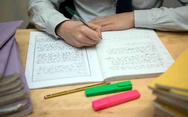 India bans homework and heavy schoolbags to prevent spinal ...