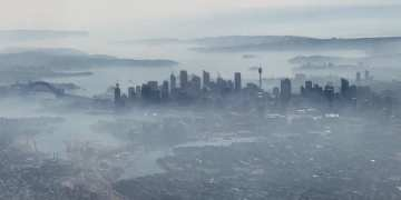 Sydney residents urged to stay indoors as Australian bushfire smoke blankets city