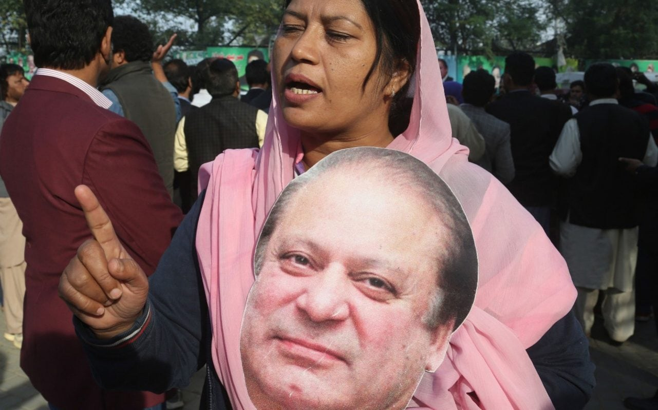 Nawaz Sharif leaves Pakistan for UK on air ambulance