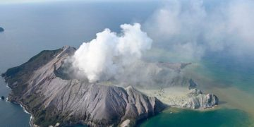 Monday morning news briefing: New Zealand volcano erupts on tourists
