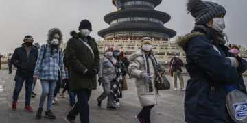 Coronavirus: China death toll passes 100 as Beijing records its first fatality
