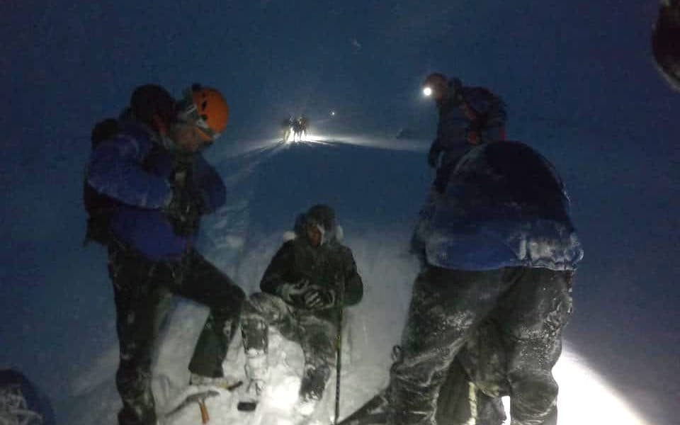 Quartet rescued from Ben Nevis 'a bunch of idiots' in trainers, rescuers say