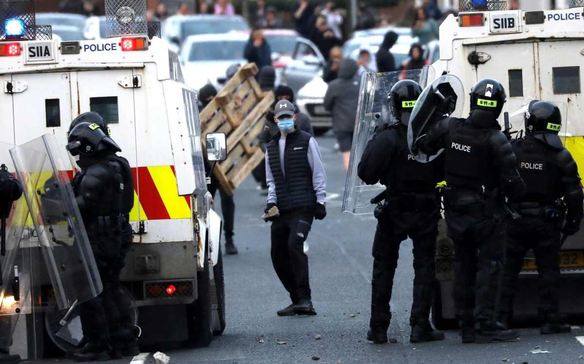 Police tried to repel nationalists from the Springfield Road area