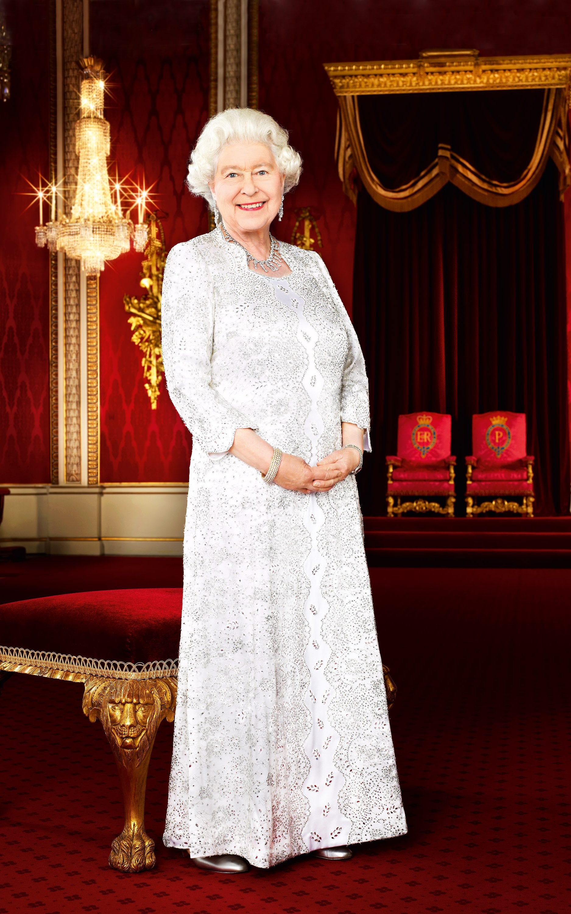 Angela kelly diamond jubilee dress  Is the Queens green look a tribute to Grenfell Tower