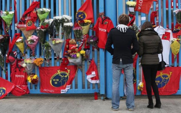 Munster fans place tributes outside Thomond Park - Anthony Foley's sudden death unites rugby in mourning