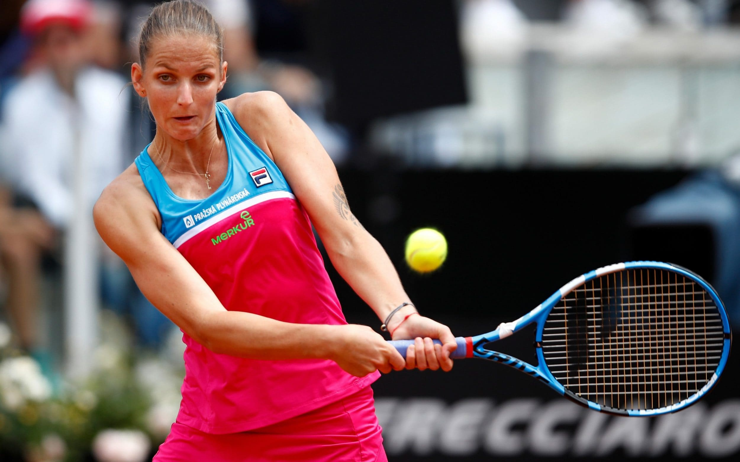 tennis umpire chair hire used covers and sashes furious karolina pliskova smashes racket three times at s shapes to strike a backhand