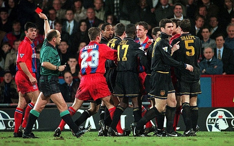 Eric cantona charged at matthew simmons. Eric Cantona S Kung Fu Kick On Crystal Palace Fan Was A Moment Of Madness That Stunned The Football World