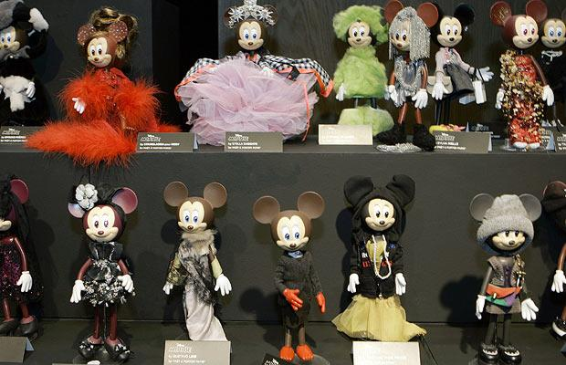 Designer outfits for Minnie Mouse!  She looks FAAAAABULOUS.