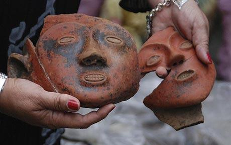 .Archaeologists in the Philippines believe they have discovered the remains of a lost tribe in 22 sacks of broken pottery seized from antiquity smugglers