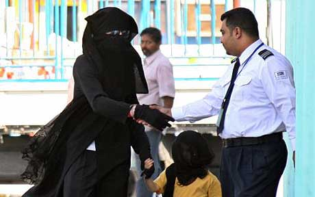 Michael Jackson and child in Bahrain