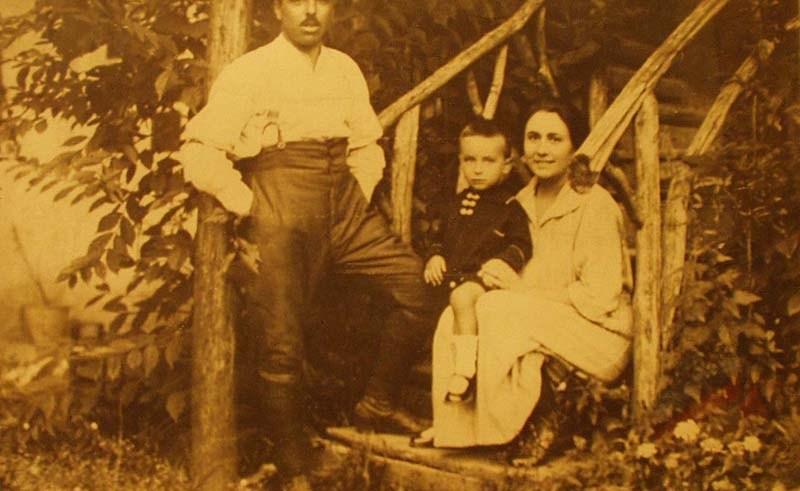 Carlo Pastorino con la moglie e il primogenito Agostino