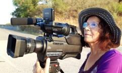 5 - regista Imelda Bonato alla macchina da presa a Badolato borgo - agosto 2019