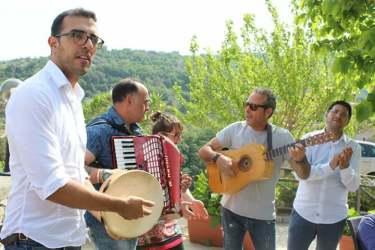 Mimmo Audino & Co. - Musica per turisti - borgo di Badolato di Calabria estate 2019