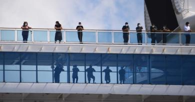 Coronavirus, Coral Princess a Miami con due morti a bordo