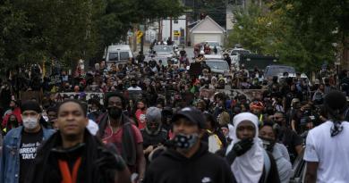 Usa, proteste per Breonna Taylor: feriti due agenti