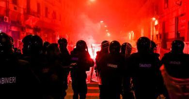 """Scontri Napoli, Lamorgese: """"Attacchi preordinati"""""""