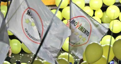 """M5S burattini, Casaleggio sovrano assoluto"", stop dei Verdi a Strasburgo"
