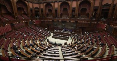 Nuovo Dpcm, centrodestra contro conferenza Conte: seduta sospesa alla Camera