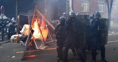 Francia, proteste contro legge sulla sicurezza: scontri a Parigi
