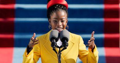 Giuramento Biden, Amanda Gorman incanta con la poesia rap