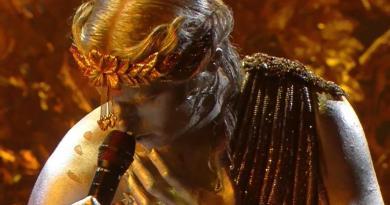 Sanremo 2021, Achille Lauro dorato con Emma e Monica Guerritore
