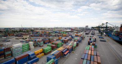 A febbraio export in calo su base annua