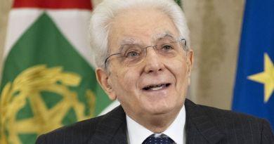 """Mattarella """"Giornalismo contribuisca alla rinascita del Paese"""""""