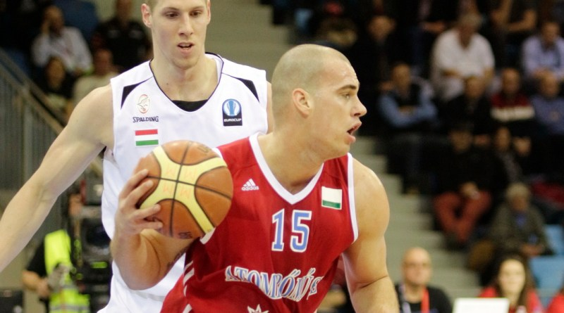 A döntőbe jutásért játszott az ASE kosárlabdacsapata a Tüskecsarnokban. Fotó: Molnár Gyula/Paksi Hírnök
