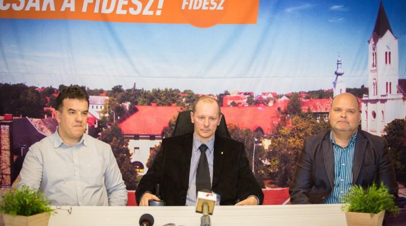 Képünkön Leber Ferenc, Hirt Ferenc és Bordács József. Fotó: Kövi Gergő/Paksi Hírnök